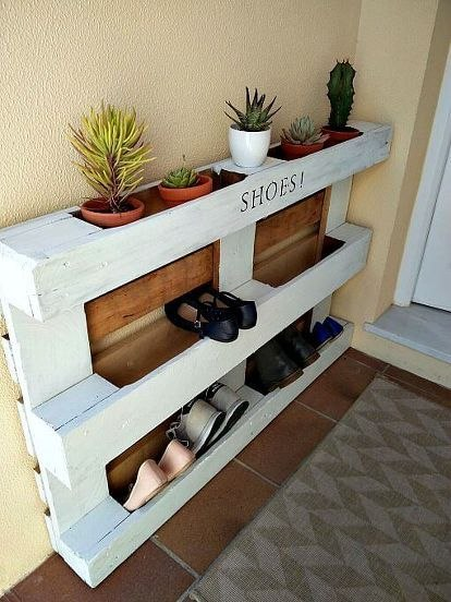 Shoe Rack with Pallet